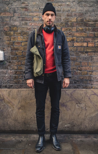 Dunkelblaue Jacke mit einer Kentkragen und Knöpfen kombinieren – 23 Herren Outfits kühl Wetter: Entscheiden Sie sich für eine dunkelblaue Jacke mit einer Kentkragen und Knöpfen und schwarzen Jeans für ein großartiges Wochenend-Outfit. Fühlen Sie sich mutig? Ergänzen Sie Ihr Outfit mit schwarzen Chelsea Boots aus Leder.