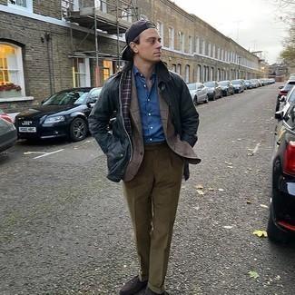 Dunkelblaue Jacke mit einer Kentkragen und Knöpfen kombinieren – 64 Herren Outfits: Kombinieren Sie eine dunkelblaue Jacke mit einer Kentkragen und Knöpfen mit einer braunen Anzughose für einen stilvollen, eleganten Look. Ergänzen Sie Ihr Look mit dunkelbraunen Wildleder Slippern.