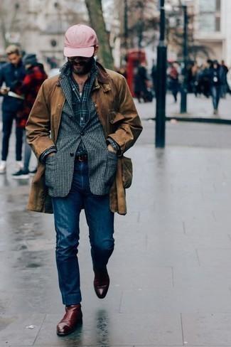 Dunkelblaues und grünes Langarmhemd mit Schottenmuster kombinieren – 246 Herren Outfits: Kombinieren Sie ein dunkelblaues und grünes Langarmhemd mit Schottenmuster mit dunkelblauen Jeans, um mühelos alles zu meistern, was auch immer der Tag bringen mag. Fühlen Sie sich mutig? Ergänzen Sie Ihr Outfit mit dunkelroten Chelsea Boots aus Leder.