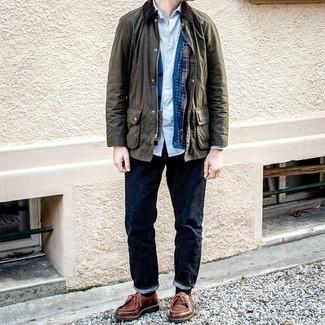Strickjacke kombinieren – 500+ Herren Outfits: Kombinieren Sie eine Strickjacke mit dunkelblauen Jeans für ein sonntägliches Mittagessen mit Freunden. Braune Chukka-Stiefel aus Leder sind eine kluge Wahl, um dieses Outfit zu vervollständigen.