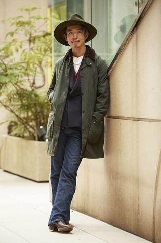Dunkelbraune Chelsea Boots aus Leder kombinieren – 500+ Herren Outfits: Paaren Sie eine olivgrüne Jacke mit einer Kentkragen und Knöpfen mit dunkelblauen Jeans für ein sonntägliches Mittagessen mit Freunden. Fühlen Sie sich mutig? Komplettieren Sie Ihr Outfit mit dunkelbraunen Chelsea Boots aus Leder.