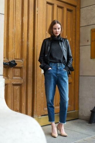Schwarze jacke blaue jeans