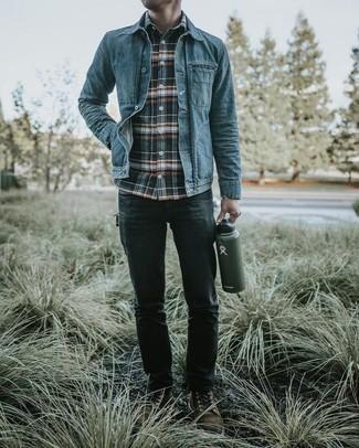 Herren Outfits & Modetrends 2020: Kombinieren Sie eine blaue Jeansjacke mit dunkelgrauen Jeans für ein großartiges Wochenend-Outfit. Fühlen Sie sich mutig? Wählen Sie eine dunkelbraune Wildlederfreizeitstiefel.