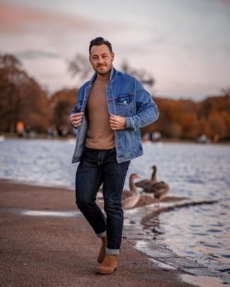 Blaue Jeansjacke kombinieren – 500+ Herren Outfits: Entscheiden Sie sich für eine blaue Jeansjacke und dunkelblauen Jeans für einen bequemen Alltags-Look. Vervollständigen Sie Ihr Outfit mit braunen Chelsea Boots aus Wildleder, um Ihr Modebewusstsein zu zeigen.