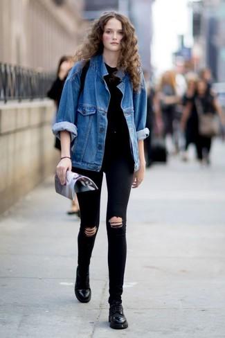 Schwarze enge Jeans mit Destroyed-Effekten kombinieren: Paaren Sie eine blaue Jeansjacke mit schwarzen engen Jeans mit Destroyed-Effekten - mehr brauchen Sie nicht, um einen idealen entspannten City-Look zu erzeugen. Fühlen Sie sich ideenreich? Ergänzen Sie Ihr Outfit mit schwarzen Leder Oxford Schuhen.