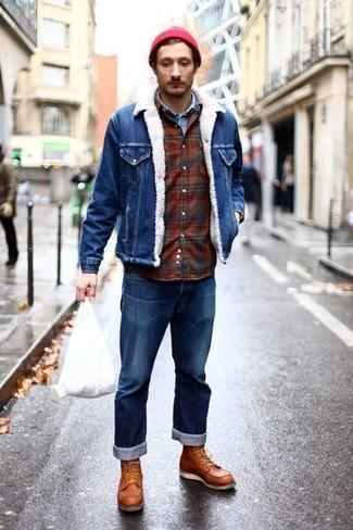 Wie kombinieren: blaue Jeansjacke, hellblaues Jeanshemd, dunkelrotes Flanell Langarmhemd mit Schottenmuster, blaue Jeans