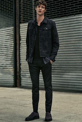 Wie kombinieren: schwarze Jeansjacke, dunkelgraues Chambray Langarmhemd, schwarzes T-Shirt mit einem Rundhalsausschnitt, schwarze Chinohose