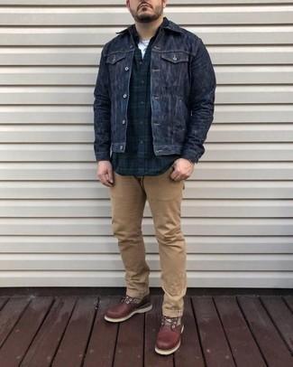 Braune Lederfreizeitstiefel kombinieren: trends 2020: Tragen Sie eine dunkelblaue Jeansjacke und eine beige Chinohose, um mühelos alles zu meistern, was auch immer der Tag bringen mag. Fühlen Sie sich ideenreich? Komplettieren Sie Ihr Outfit mit einer braunen Lederfreizeitstiefeln.