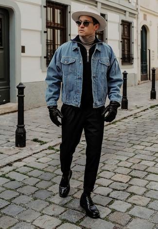 Dunkelblauen Pullover mit einem Reißverschluss am Kragen kombinieren – 12 Herren Outfits: Vereinigen Sie einen dunkelblauen Pullover mit einem Reißverschluss am Kragen mit einer schwarzen Chinohose für ein Alltagsoutfit, das Charakter und Persönlichkeit ausstrahlt. Fügen Sie schwarzen Leder Derby Schuhe für ein unmittelbares Style-Upgrade zu Ihrem Look hinzu.