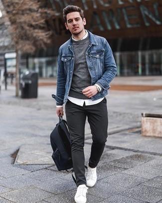 Silberne Uhr kombinieren – 500+ Herren Outfits: Eine blaue Jeansjacke und eine silberne Uhr sind eine großartige Outfit-Formel für Ihre Sammlung. Weiße Segeltuch niedrige Sneakers bringen Eleganz zu einem ansonsten schlichten Look.