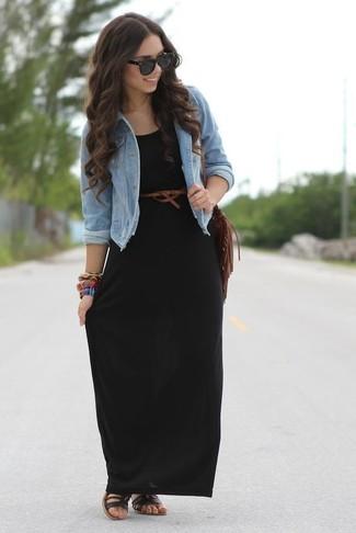Für ein bequemes Couch-Outfit, entscheiden Sie sich für eine hellblaue jeansjacke. Ergänzen Sie Ihr Look mit schwarzen römersandalen aus leder.
