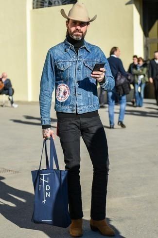 Schwarzen Rollkragenpullover kombinieren: trends 2020: Erwägen Sie das Tragen von einem schwarzen Rollkragenpullover und schwarzen Jeans, um einen lockeren, aber dennoch stylischen Look zu erhalten. Entscheiden Sie sich für rotbraunen Chelsea-Stiefel aus Wildleder, um Ihr Modebewusstsein zu zeigen.