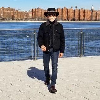 50 Jährige: Schwarzen Rollkragenpullover kombinieren – 73 Herren Outfits: Kombinieren Sie einen schwarzen Rollkragenpullover mit dunkelblauen Jeans für ein sonntägliches Mittagessen mit Freunden. Schalten Sie Ihren Kleidungsbestienmodus an und machen dunkelbraune Chelsea Boots aus Leder zu Ihrer Schuhwerkwahl.
