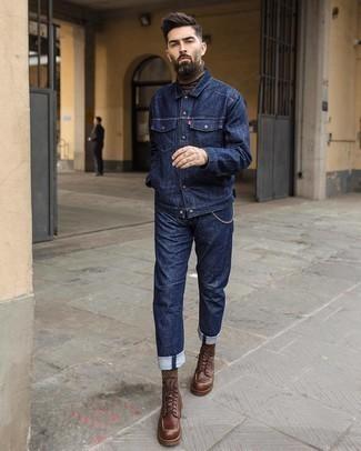 Dunkelblaue Jeansjacke kombinieren – 500+ Herren Outfits: Vereinigen Sie eine dunkelblaue Jeansjacke mit dunkelblauen Jeans, um einen lockeren, aber dennoch stylischen Look zu erhalten. Fügen Sie eine dunkelbraune Lederfreizeitstiefel für ein unmittelbares Style-Upgrade zu Ihrem Look hinzu.