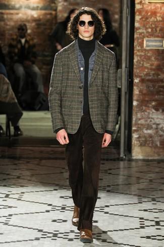 Wie kombinieren: graue Jeansjacke, dunkelgrünes Sakko mit Schottenmuster, dunkelgrauer Rollkragenpullover, dunkelbraune Kordjeans