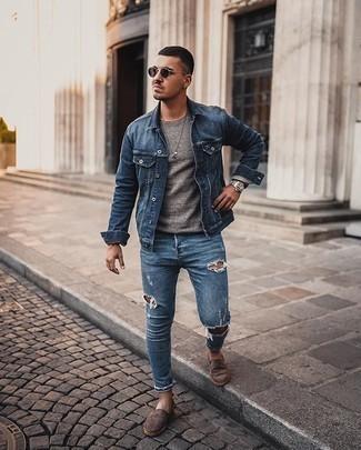 Silberne Uhr kombinieren – 350 Lässige Herren Outfits: Kombinieren Sie eine blaue Jeansjacke mit einer silbernen Uhr für einen entspannten Wochenend-Look. Fühlen Sie sich mutig? Ergänzen Sie Ihr Outfit mit dunkelbraunen Wildleder Espadrilles.