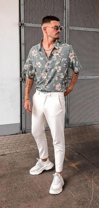Goldenes Armband kombinieren – 500+ Herren Outfits: Paaren Sie ein graues Kurzarmhemd mit Blumenmuster mit einem goldenen Armband für einen entspannten Wochenend-Look. Entscheiden Sie sich für weißen Sportschuhe, um Ihr Modebewusstsein zu zeigen.