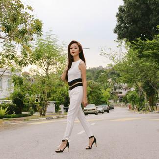1cba5d53e8a7 weißes und schwarzes kurzes Oberteil, weiße und schwarze enge Hose ...