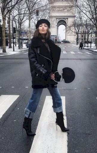Schwarzes Barett kombinieren – 32 Damen Outfits: Wenn Sie einen stilvollen Casual-Look erhalten möchten, bleiben eine schwarze Lammfelljacke und ein schwarzes Barett ein Klassiker. Dieses Outfit passt hervorragend zusammen mit schwarzen Leder Stiefeletten.