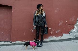 Schwarze Lederlammfelljacke, Dunkelgrauer Strick Oversize Pullover, Schwarze Enge Jeans mit Destroyed-Effekten, Dunkelgraue Flache Stiefel mit Schnürung aus Leder für Damen