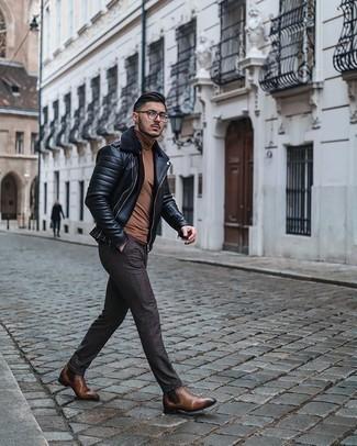 Braune Chelsea Boots aus Leder kombinieren – 313 Herren Outfits: Kombinieren Sie eine schwarze Lammfelljacke mit einer dunkelbraunen Chinohose mit Karomuster, um einen lockeren, aber dennoch stylischen Look zu erhalten. Fühlen Sie sich ideenreich? Vervollständigen Sie Ihr Outfit mit braunen Chelsea Boots aus Leder.