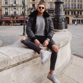 Jacke kombinieren – 500+ Herren Outfits: Eine Jacke und dunkelgraue Jeans mit Destroyed-Effekten sind eine kluge Outfit-Formel für Ihre Sammlung. Fühlen Sie sich mutig? Komplettieren Sie Ihr Outfit mit grauen Segeltuch niedrigen Sneakers.