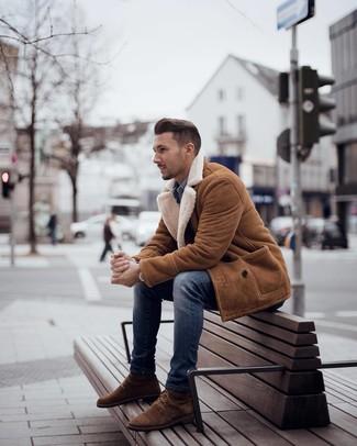Welche Jeanshemden mit blauer enger Jeans zu tragen – 42 Herren Outfits: Ein Jeanshemd und blaue enge Jeans sind eine ideale Outfit-Formel für Ihre Sammlung. Fühlen Sie sich mutig? Ergänzen Sie Ihr Outfit mit einer braunen Wildlederfreizeitstiefeln.