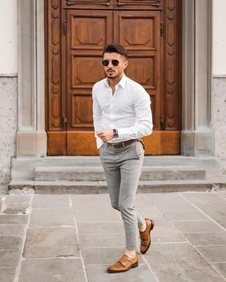 Rotbraune Doppelmonks aus Leder kombinieren – 500+ Herren Outfits: Kombinieren Sie ein weißes Langarmhemd mit einer grauen Chinohose mit Schottenmuster für ein Alltagsoutfit, das Charakter und Persönlichkeit ausstrahlt. Fühlen Sie sich mutig? Vervollständigen Sie Ihr Outfit mit rotbraunen Doppelmonks aus Leder.