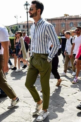 Weiße Leder niedrige Sneakers kombinieren für Sommer: trends 2020: Arbeitsreiche Tage verlangen nach einem einfachen, aber dennoch stylischen Outfit, wie zum Beispiel ein weißes und blaues vertikal gestreiftes Langarmhemd und eine olivgrüne Chinohose. Komplettieren Sie Ihr Outfit mit weißen Leder niedrigen Sneakers. Was für eine super Sommer-Outfit Idee!