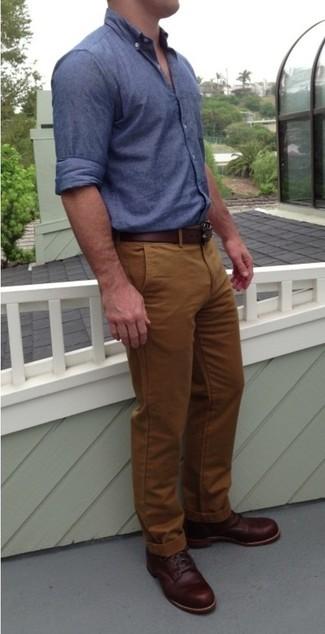 Braune hose und blaues hemd