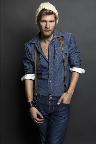 Wie kombinieren: dunkelblaues Chambray Langarmhemd, dunkelblaue Jeans, beige Mütze, olivgrüner Hosenträger