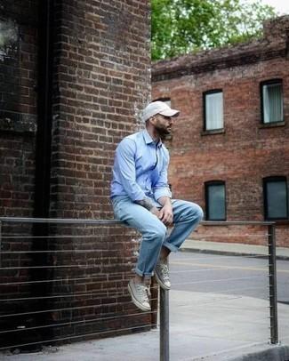 Hellblaues Langarmhemd kombinieren – 500+ Herren Outfits: Kombinieren Sie ein hellblaues Langarmhemd mit hellblauen Jeans für ein großartiges Wochenend-Outfit. Ergänzen Sie Ihr Look mit grauen Segeltuch niedrigen Sneakers.