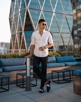 Schwarze Jeans kombinieren – 1200+ Herren Outfits: Tragen Sie ein weißes Langarmhemd und schwarzen Jeans für ein großartiges Wochenend-Outfit. Schwarze Leder Oxford Schuhe sind eine einfache Möglichkeit, Ihren Look aufzuwerten.