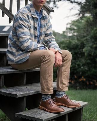 Hellblaues Chambray Langarmhemd kombinieren – 471 Herren Outfits: Entscheiden Sie sich für ein hellblaues Chambray Langarmhemd und ein weißes und blaues horizontal gestreiftes Langarmhemd, um einen lockeren, aber dennoch stylischen Look zu erhalten. Fühlen Sie sich ideenreich? Vervollständigen Sie Ihr Outfit mit braunen Leder Derby Schuhen.
