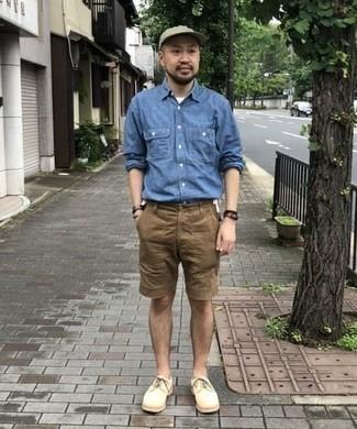 Business Schuhe kombinieren – 500+ Herren Outfits: Vereinigen Sie ein blaues Chambray Langarmhemd mit braunen Shorts für ein sonntägliches Mittagessen mit Freunden. Vervollständigen Sie Ihr Outfit mit Business Schuhen, um Ihr Modebewusstsein zu zeigen.
