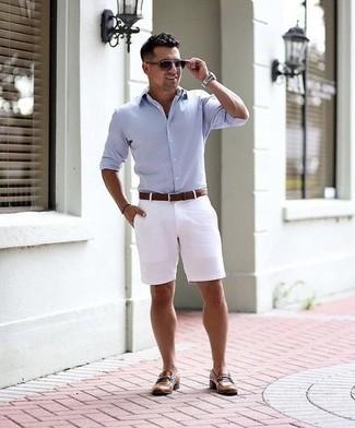 Violette Sonnenbrille kombinieren: trends 2020: Für ein bequemes Couch-Outfit, kombinieren Sie ein hellblaues Langarmhemd mit einer violetten Sonnenbrille. Ergänzen Sie Ihr Outfit mit braunen Leder Slippern, um Ihr Modebewusstsein zu zeigen.