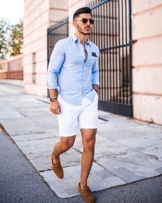 Dunkelbraune Sonnenbrille kombinieren: trends 2020: Für ein bequemes Couch-Outfit, vereinigen Sie ein hellblaues Langarmhemd mit einer dunkelbraunen Sonnenbrille. Beige Wildleder Slipper bringen Eleganz zu einem ansonsten schlichten Look.