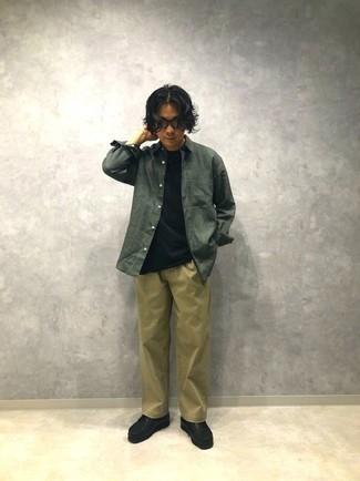 Dunkelgrünes Langarmhemd kombinieren – 371 Herren Outfits: Vereinigen Sie ein dunkelgrünes Langarmhemd mit einer beige Chinohose für ein großartiges Wochenend-Outfit. Schwarze Chukka-Stiefel aus Leder sind eine ideale Wahl, um dieses Outfit zu vervollständigen.
