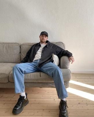 Jeans kombinieren – 500+ Herren Outfits: Kombinieren Sie ein schwarzes Langarmhemd mit Jeans für ein sonntägliches Mittagessen mit Freunden. Suchen Sie nach leichtem Schuhwerk? Vervollständigen Sie Ihr Outfit mit schwarzen Lederarbeitsstiefeln für den Tag.