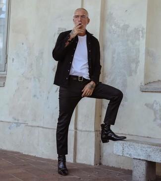 Schwarze Lederuhr kombinieren – 1200+ Herren Outfits: Ein schwarzes Langarmhemd und eine schwarze Lederuhr sind eine kluge Outfit-Formel für Ihre Sammlung. Fühlen Sie sich ideenreich? Vervollständigen Sie Ihr Outfit mit schwarzen Chelsea Boots aus Leder.