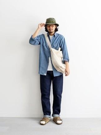 Olivgrünen Fischerhut kombinieren – 38 Herren Outfits: Ein hellblaues Chambray Langarmhemd und ein olivgrüner Fischerhut sind eine kluge Outfit-Formel für Ihre Sammlung. Suchen Sie nach leichtem Schuhwerk? Komplettieren Sie Ihr Outfit mit beige Wildledersandalen für den Tag.