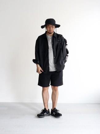Fischerhut kombinieren – 355 Herren Outfits: Erwägen Sie das Tragen von einem schwarzen Langarmhemd und einem Fischerhut für einen entspannten Wochenend-Look. Schwarze und weiße Sportschuhe sind eine perfekte Wahl, um dieses Outfit zu vervollständigen.