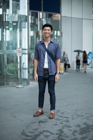 Weißes Trägershirt kombinieren: trends 2020: Kombinieren Sie ein weißes Trägershirt mit dunkelblauen Jeans für einen entspannten Wochenend-Look. Schalten Sie Ihren Kleidungsbestienmodus an und machen braunen Leder Bootsschuhe zu Ihrer Schuhwerkwahl.
