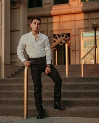Weißes Langarmhemd kombinieren – 500+ Herren Outfits: Entscheiden Sie sich für ein weißes Langarmhemd und eine schwarze Chinohose mit Karomuster für ein bequemes Outfit, das außerdem gut zusammen passt. Entscheiden Sie sich für schwarzen Chelsea Boots aus Leder, um Ihr Modebewusstsein zu zeigen.