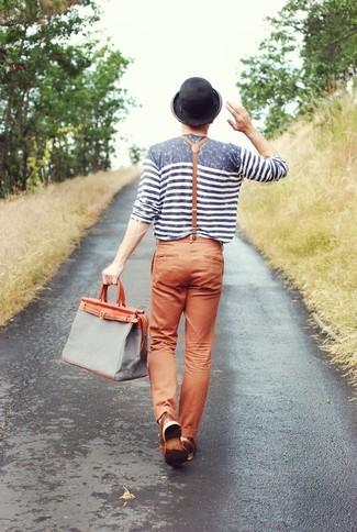 Graue Shopper Tasche aus Segeltuch kombinieren: trends 2020: Für ein bequemes Couch-Outfit, tragen Sie ein graues horizontal gestreiftes Langarmshirt und eine graue Shopper Tasche aus Segeltuch.