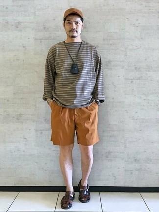 Schwarze Segeltuchuhr kombinieren – 94 Herren Outfits: Für ein bequemes Couch-Outfit, tragen Sie ein dunkelgraues horizontal gestreiftes Langarmshirt und eine schwarze Segeltuchuhr. Fühlen Sie sich mutig? Entscheiden Sie sich für dunkelbraunen Ledersandalen.