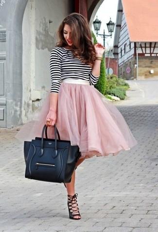 746c483535ef Wie kombinieren  weißes und schwarzes horizontal gestreiftes Langarmshirt, rosa  ausgestellter Rock aus Tüll,