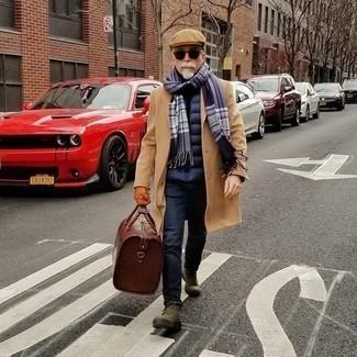 50 Jährige: Schwarzen Rollkragenpullover kombinieren – 73 Herren Outfits: Die Kombination von einem schwarzen Rollkragenpullover und dunkelblauen Jeans erlaubt es Ihnen, Ihren Freizeitstil klar und einfach zu halten. Fühlen Sie sich mutig? Entscheiden Sie sich für eine olivgrüne Wildlederfreizeitstiefel.
