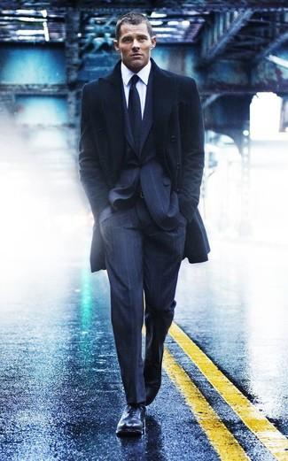 Dunkelblauer anzug mantel