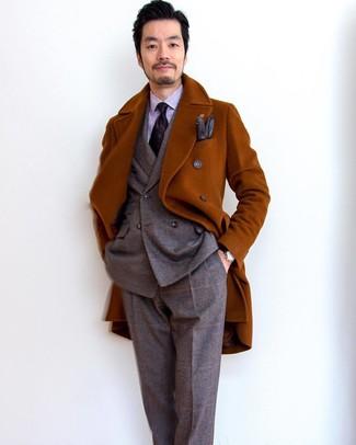 Dunkelbraune Lederhandschuhe kombinieren: trends 2020: Halten Sie Ihr Outfit locker mit einem rotbraunen Mantel und dunkelbraunen Lederhandschuhen.